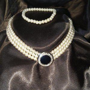 3PC. Necklace, Bracelet, Earrings, Pearl set